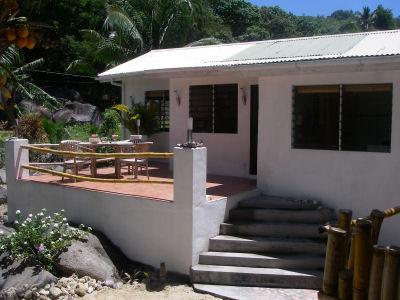 zimmer seychellen unterkunft seychellen ein haus im bungalow stil an der nordspitze von mah. Black Bedroom Furniture Sets. Home Design Ideas